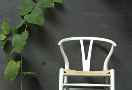 Wegner's iconic Wishbone Chair chat