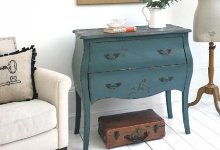 Comfort your home with distressed furniture