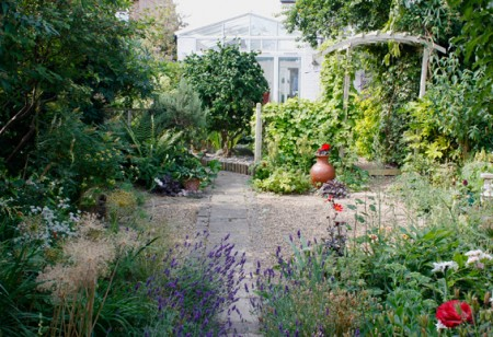 Summer Loving: 6 easy garden jobs for August