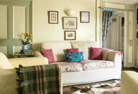 <b> House Tour: </b> A run-down restaurant is transformed into a cosy and colourful family home