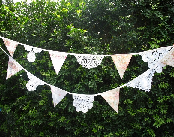 lace-doiley-bunting-merry-go-roundhandmade-wedding-garden-achica 580