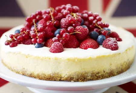 Vanilla cheesecake with berries recipe